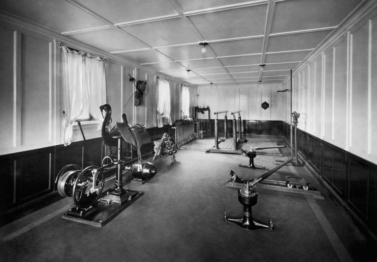 """1930: Фитнесът на трансатлантическия лайнер """"Нептуния""""."""