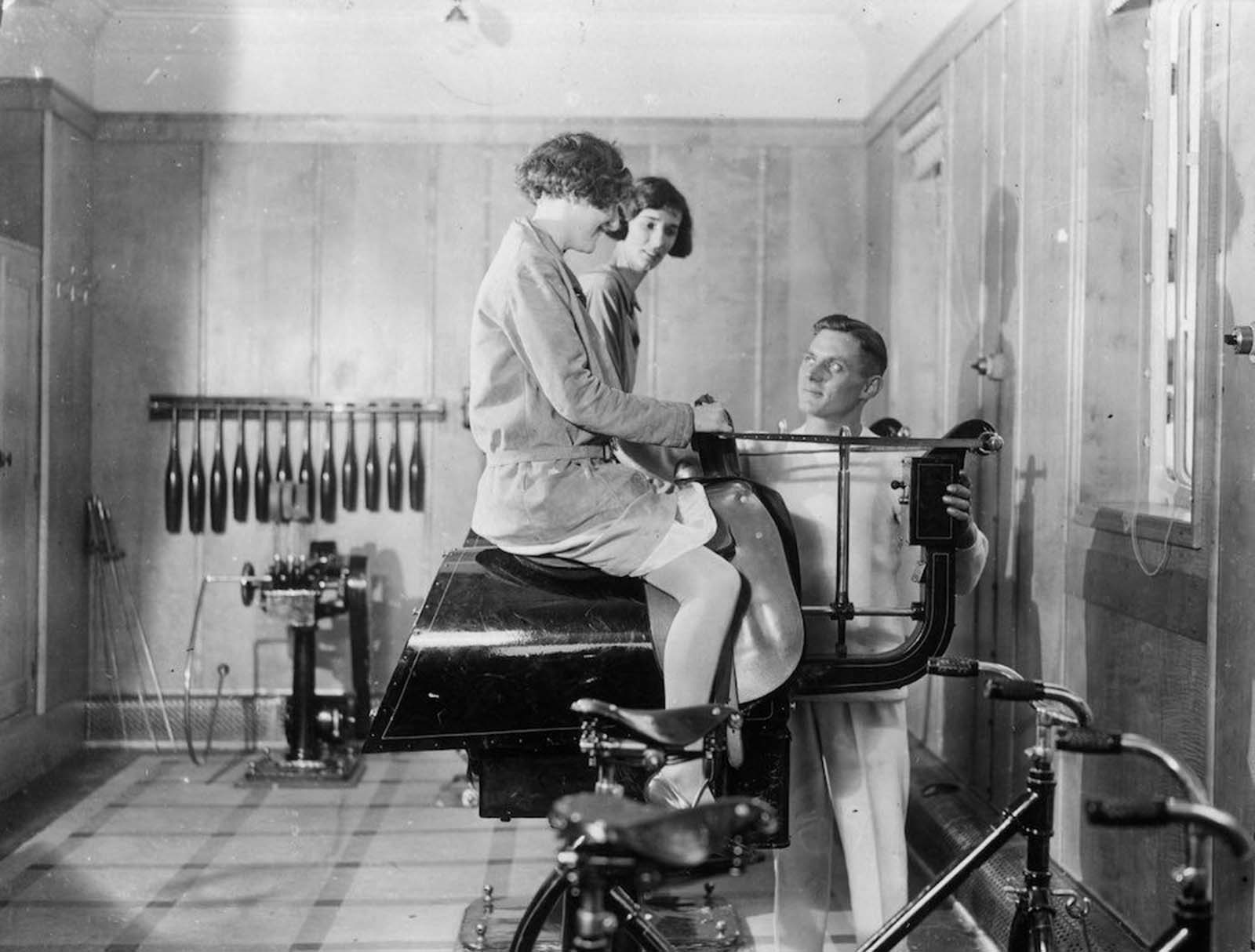 """1931: Фитнес на борда на канадския лайнер """"Дукесата на Бедфорд"""""""