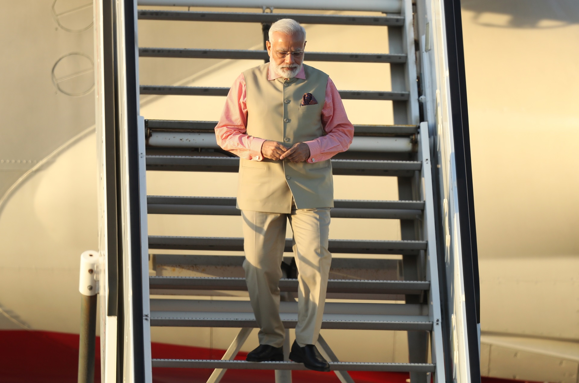 """Нарендра Моди<br /> <br /> Министър-председателят на Индия е истинска модна икона, а външният му вид се коментира не само в социалните мрежи. Той е хванал окото и на международните медии и други световни лидери, които отбелязват, че Моди си има свой собствен стил и наричат връхната му дреха """"сако Моди""""."""