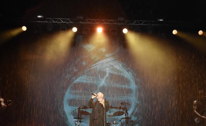 Дъжд и гръмотевици не спряха хиляди фенове на Disturbed в Пловдив