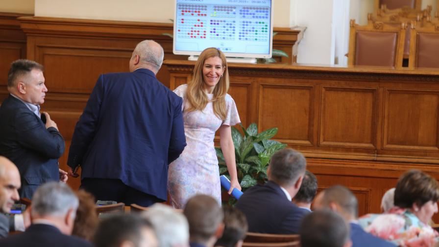 <p>Ангелкова прогнозира спад на туризма, какво следва&nbsp;</p>