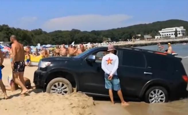 Пълен абсурд: Джип затъна в пясъка на плаж край Приморско