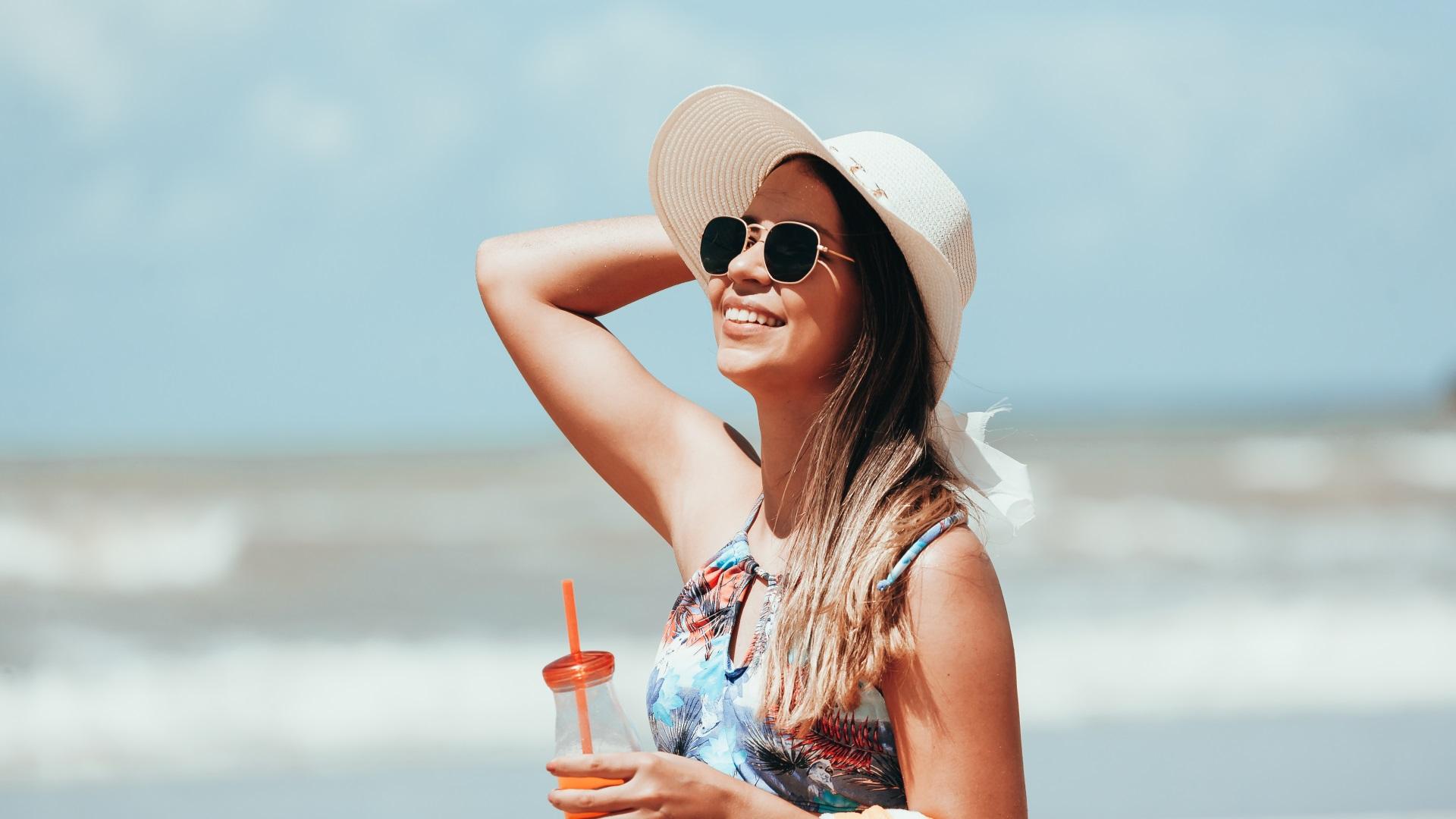 Дълбоко почистване - Вземете си душ възможно най-бързо след плажа и се уверете, че сте успели да премахнете цялото количество сол и слънцезащитни продукти по кожата. Не забравяйте да нанесете качествен балсам за коса.