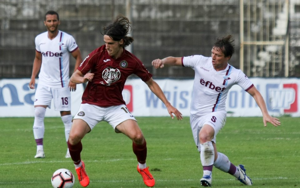 Полузащитник на Локо Сф пропуска старта на сезона