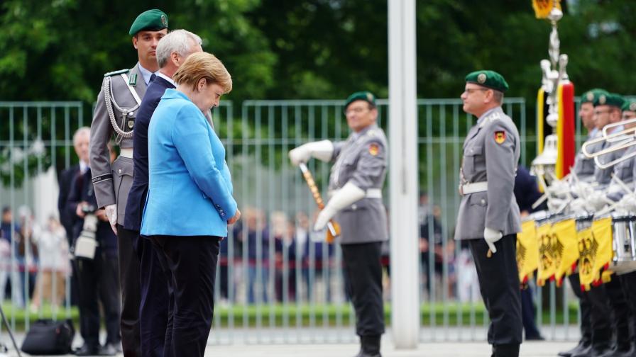<p>Меркел пак трепери неконтролируемо: Добре съм</p>