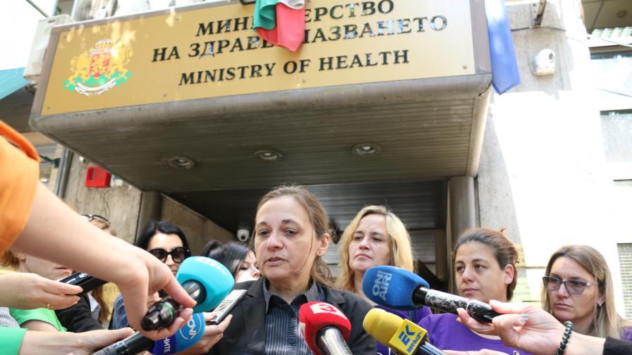 <p>Протест: Ние сме отговорни за децата си, лекарите за здравето им&nbsp;&nbsp;</p>