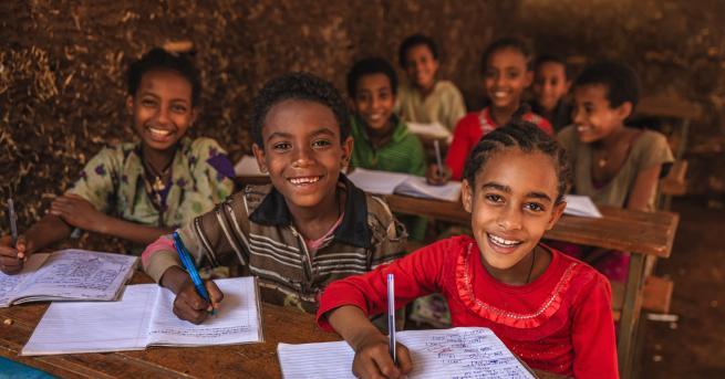 """Свят ООН алармира за """"глобална криза в образованието"""" Равносметката след"""