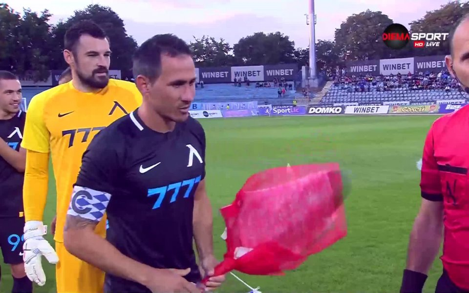 "Днес своя 35-ти рожден ден празнува капитанът на ""Левски"" Живко"