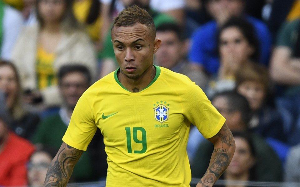 Арсенал е пратил лекари, за да видят звезда на Бразилия
