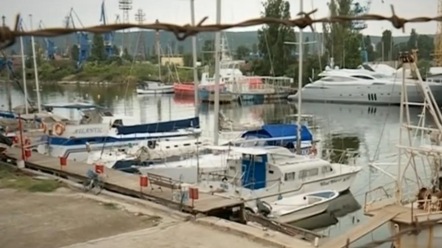 <p>Запечатаха пристанище във Варна: Дългогодишна измама</p>