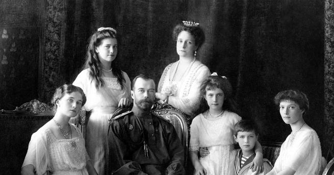 Годината е 1918г. Русия е разкъсвана от вътрешно напрежение, паралелно