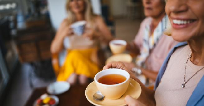 Любопитно Учени: Най-опасен за зъбите е чаят от каркаде Екипът