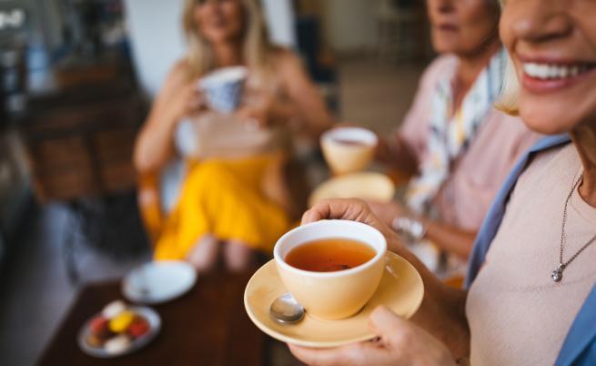 Учени: Най-опасен за зъбите е чаят от каркаде
