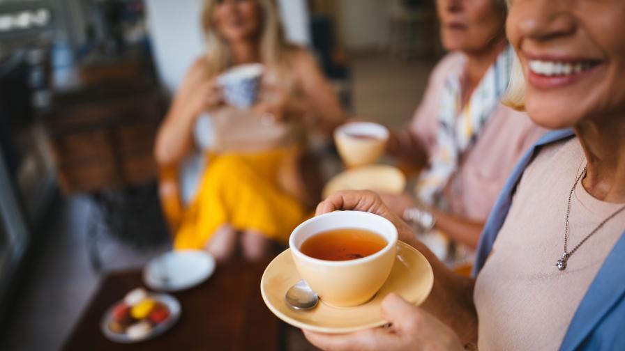 <p>Учени: Най-опасен за зъбите е чаят от каркаде</p>
