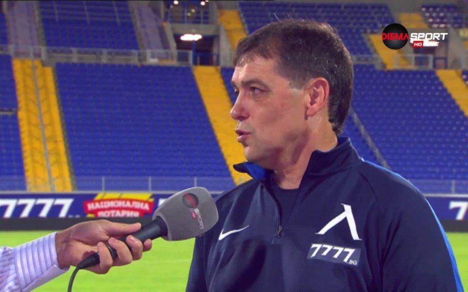 Старши треньорът на Левски Петър Хубчев отново намери за какво