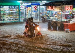 Летните мусони в Азия причиниха огромни разрушения