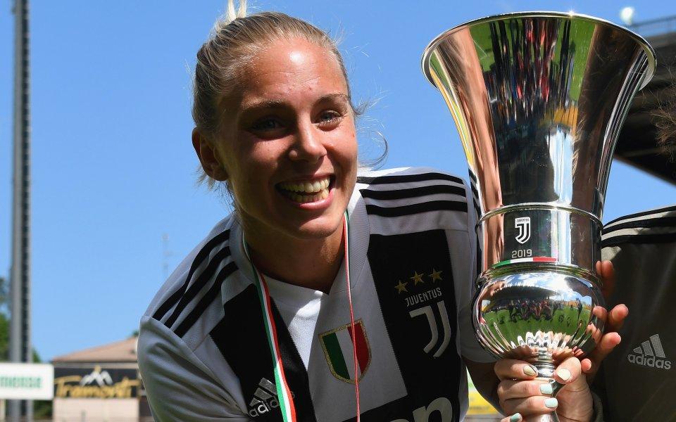 Шведската футболна националка Петронела Екрот разбуни духовете в бившия си