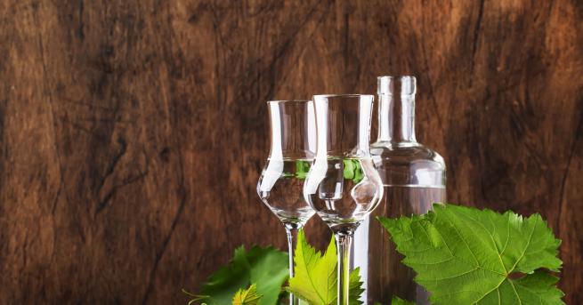 Едва ли има по-българско питие от ракията. Аз самата, като