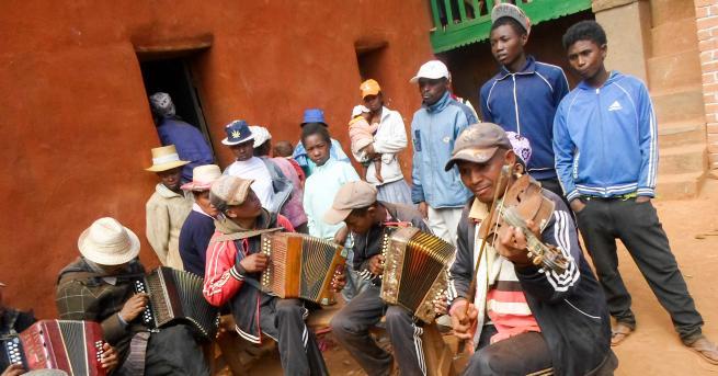 Любопитно Мадагаскар – островът, на който мъртъвците танцуват На този