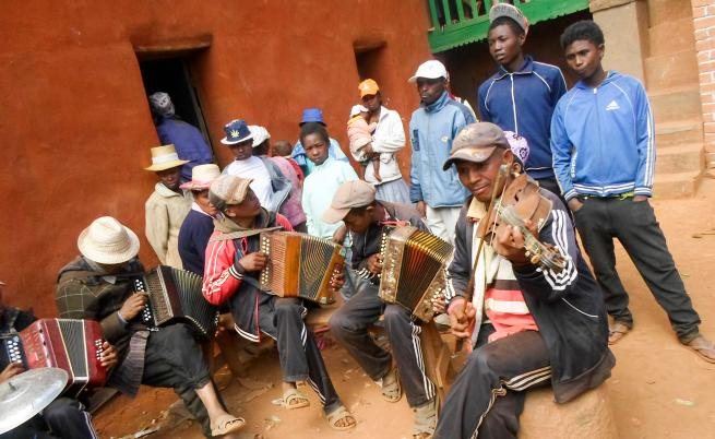 Мадагаскар – островът, на който мъртъвците танцуват