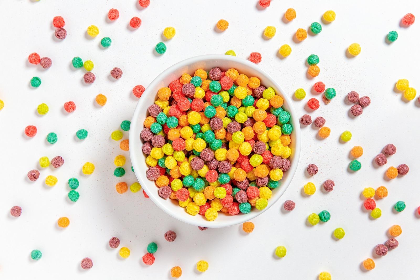 Захарни зърнени храни Повишават нивата на глюкозата в кръвта, а това може да доведе до кратък изблик на енергия.