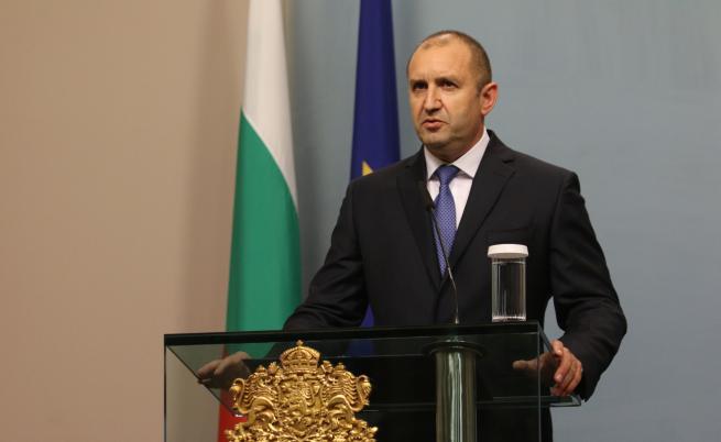 Радев получи уверение за статута на българите в Молдова