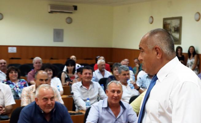 Премиерът Бойко Борисов и министърът на земеделието, храните и горите Десислава Танева са в Пазарджик. Те провеждат среща в Община Пазарджик във връзка с предприетите мерки за ограничаване разпространението на африканската чума по свинете.