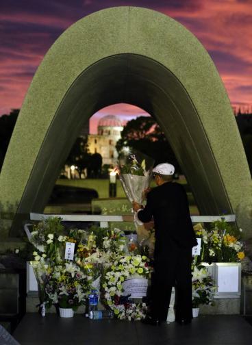 """<p>На 6 Август 1945 САЩ пускат първата атомна бомба с кодово име """"Little Boy"""" над Хирошима, Япония.</p>"""