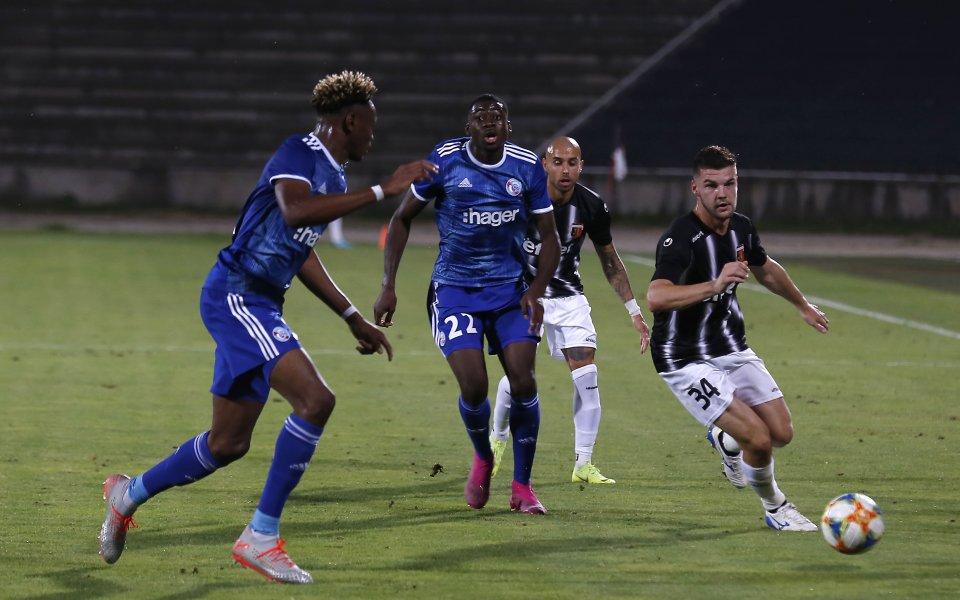 Отборите на Реймс и Страсбург завършиха при резултат 0:0 в
