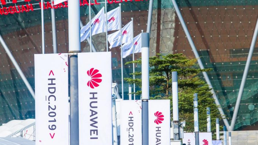 Huawei спасява бизнеса си с мащабна реорганизация