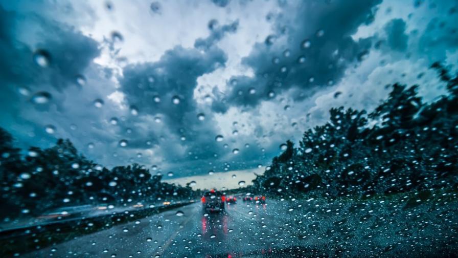 Дъжд и захлаждане, в планините и гръмотевици
