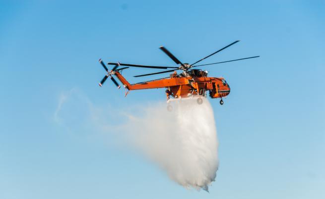 Над 50 пожара бушуват в Гърция, горят и Канарските острови