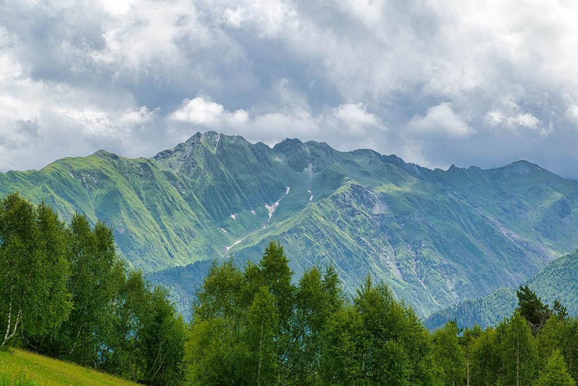 <p>Един от най-самобитните и живописни райони на страната. Тя е част от историческата Колхида, разположена на южните склонове на Голям Кавказ.</p>