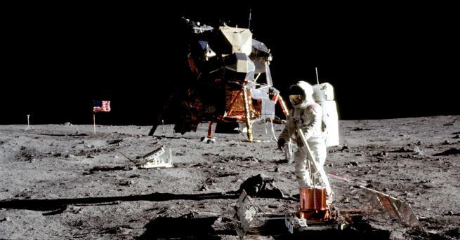 Технологии НАСА хранила хлебарки със скали от Луната Учените били