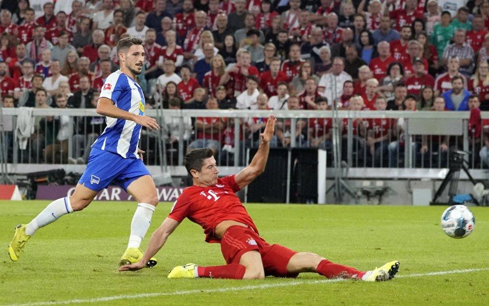 Германският шампион Байерн Мюнхен започна защитата на титлата с равенство