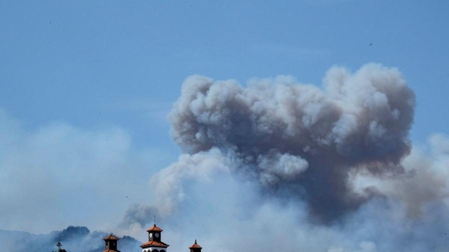 Огромен пожар на Гран Канария, хиляди евакуирани