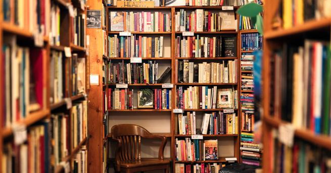 Любопитно Книгите, които задължително трябва да имаме вкъщи Кои са