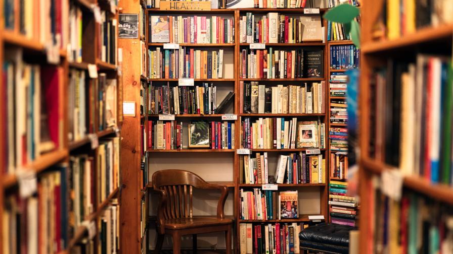 <p><strong>Книгите,</strong> които задължително трябва <strong>да имаме вкъщи</strong></p>
