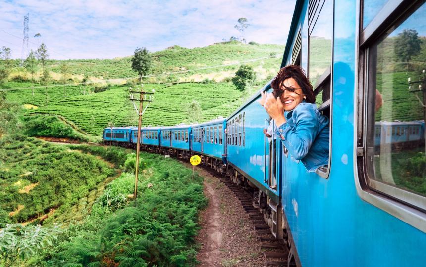 <p><strong>1. Пътувайте! </strong></p>  <p>Пътувайте много - надлъж и нашир. Всяко пътуване, всяка нова дестинация ни обогатява. <strong>Пътешествайте с влак през цялата страна, защото винаги има какво да научите. </strong>Ако имате време и възможности, не пропускайте да пътувате в чужбина. Светът е една интересна отворена книга, от която си струва да четем повече.</p>