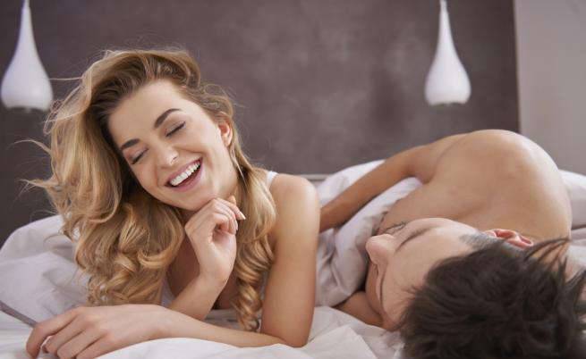 Хората, които използват емоджита, правят повече секс