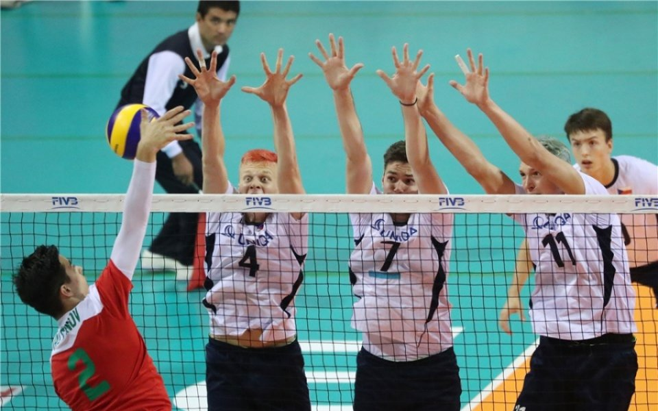 Волейболните юноши не успяха да се противопоставят на Чехия