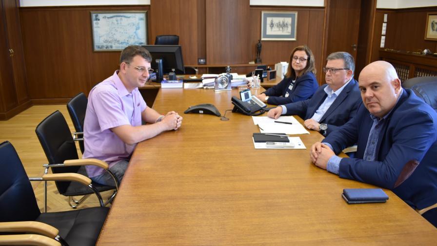 Свидетел срещу Иванчева се оплака на Цацаров от натиск