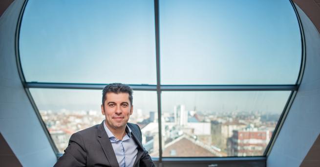 Любопитно Кирил Петков: Радвам се, че съм успял без корупция