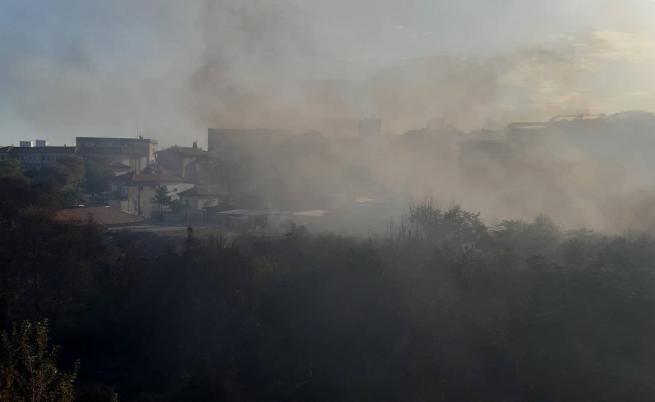 Пожар в Стара Загора, евакуираха деца