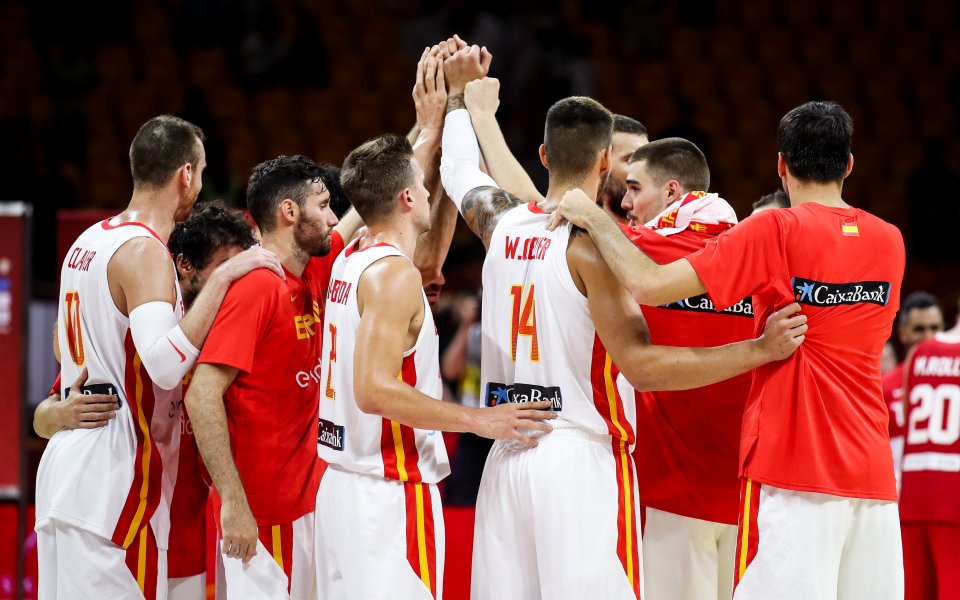 Испания и Русия с втори победи и класиране в Топ 16