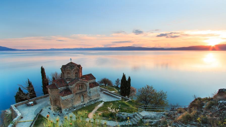 """На снимката: """"Свети Йоан Богослов"""", известна като """"Свети Йоан Канео"""" е православна църква в град Охрид, Северна Македония"""