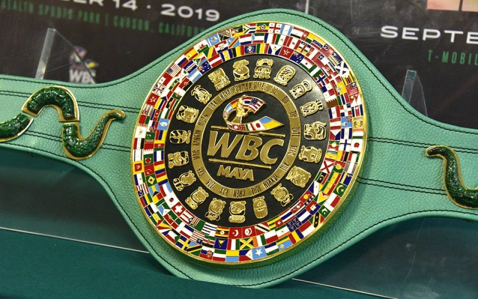Битката между боксовите федерации продължава