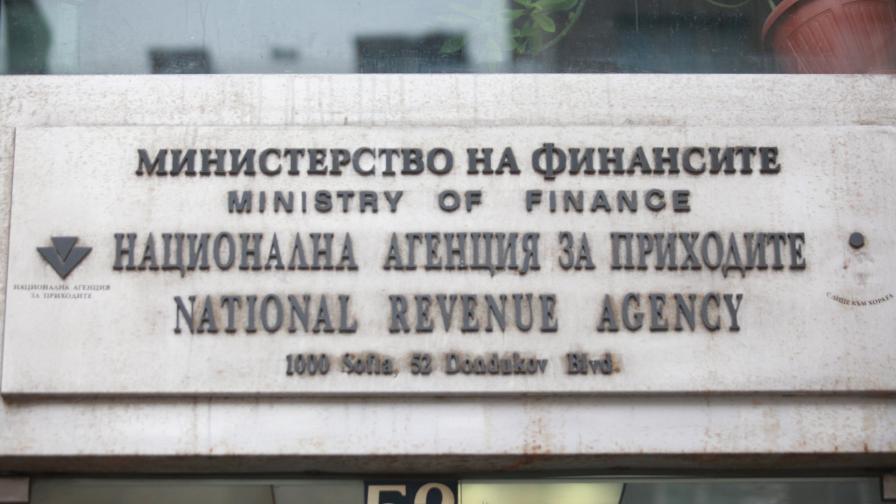 <p>Проверяват 38 политици и магистрати за имоти и сметки в чужбина</p>