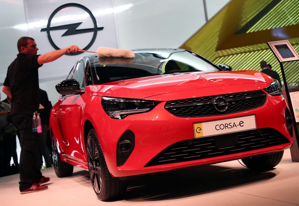 <p>Opel Corsa-E model</p>