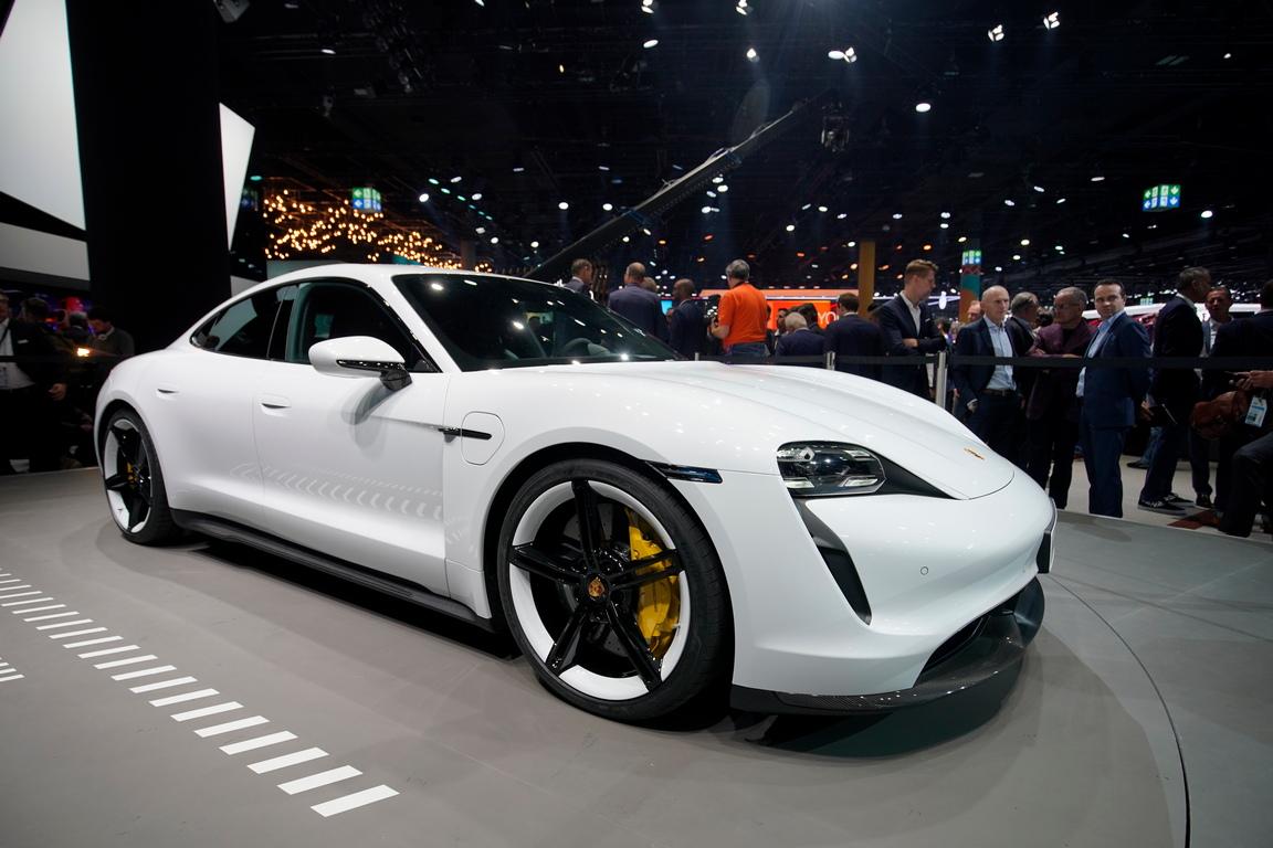 <p>Porsche Taycan</p>